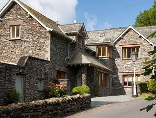 The Old Coach House - Four Bedroom House, Sleeps 8