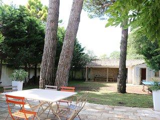 Belle maison réthaise avec grand jardin arboré à 150mt de la plage calme absolu.