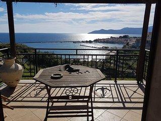 Vrijstaand vakantiehuis met uitzicht op de Egeische zee en de haven Pythagorion