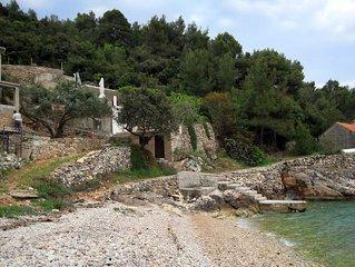 Secluded fisherman's cottage Cove Skozanje bay - Skozanje (Hvar) (K-4039)