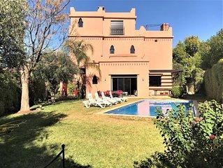 Villa 5 chambres avec jardin et piscine privée/Villa with garden and private poo