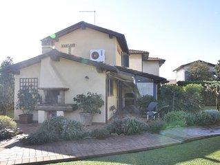 Villetta in stile Country con giardino e bella veranda