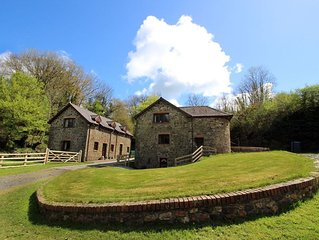 The Old Barn - Sleeps 4 Adults, 2 Children (+ 1 Infant.) Surrounded by over 450