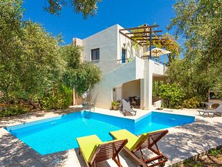 Villa Dimitra: Large Private Pool, Sea Views, A/C, WiFi, Eco-Friendly
