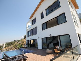 Panorama Villa The wow factor with Infinity Pool and Views!
