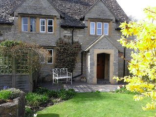 Enchanting 17th Century Cotswold Cottage in the beautiful village of Bretforton