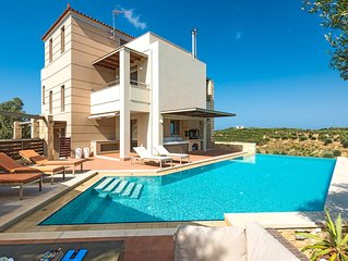 A beautiful 5 bedroom villa with big private pool, just 7km away from Chania