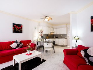 Large 2 double bedroom apartment , 4 minute walk to local bars & Restaurants. 15