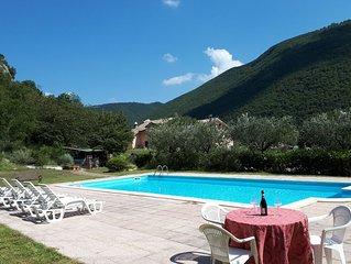 Villa Salimbeni 9 camere , grande piscina , vista panoramica, per 18 persone
