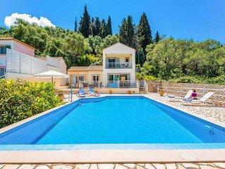 2 bed 2 bath villa w/private pool, A/C, dishwasher, 10min walk from Loggos.