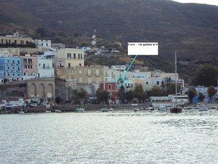 E' UN BELVEDERE _zona porto bordo mare **********