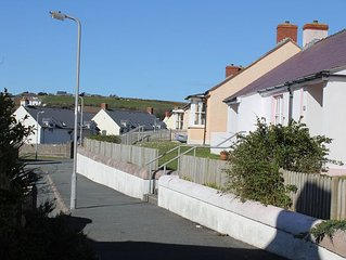 Delightful cottage in quiet cul du sac.  300 steps away from Blue Flag beach.
