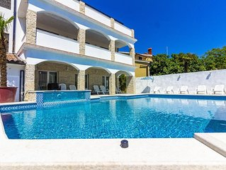 Villa Mayestic with pool for up to 20 people.