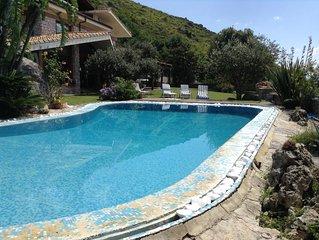 Piccolo Paradiso,  elegante villa  con piscina, vista mare, tra Roma e Napoli
