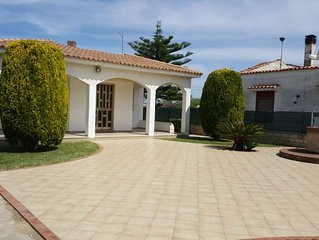 Villa Serena, con giardino a 50 metri dalla spiaggia tra Avola e Lido di Noto