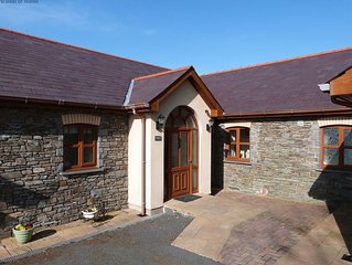 Be guaranteed of a warm Welsh welcome at Blaenlli. This comfortable cottage enjo