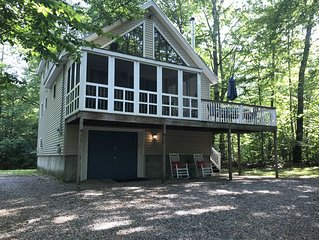Charming 3 bedroom chalet style home with shared access to Lake Winnipesaukee
