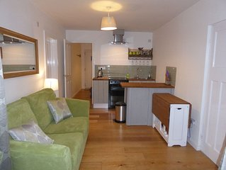 Seaview, self contained 1 bedroom contempory apartment  in Mawgan Porth.