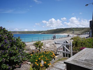 Well appointed apartment overlooking the sea in Sennen cove