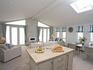 The Sands, luxury lodge with hot tub, Coldingham, Scottish Borders