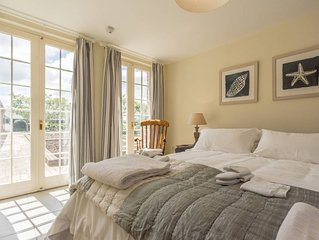 Pigsty Cottage - Luxurious apartment within orangery