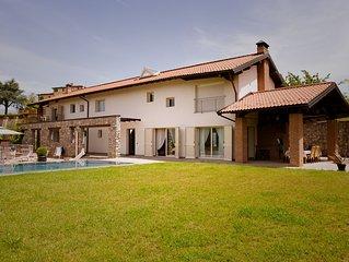 Amazing spacious villa on the hills with infinitypool and solarium