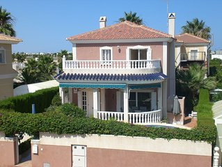 Fantastic 3 bedroomed detached villa with private pool, free wi-fi and A/C