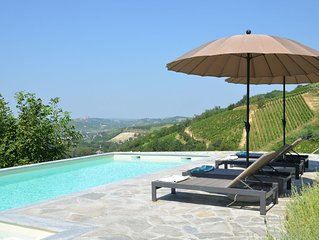 Cozy Villa w/ amazing pool and view among the vineyards and hills of Monferrato!
