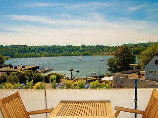 Schöne Premium-Wohnung auf drei Ebenen, direkt am See auf ruhiger Halbinsel