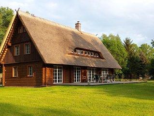 - Exklusives Holzhaus -