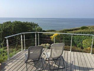 Villa vue mer à 180 degrés sur l'océan  surplombant la plage de Kercambre