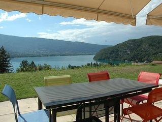 Appt en rez de jardin. Vue spectaculaire sur le lac d'Annecy et les montagnes