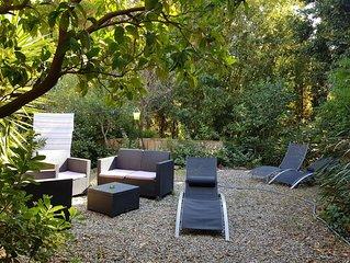 Petite maison,véranda, jardin + parking, WIFI