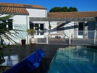 Maison spacieuse et calme avec piscine chauffee a Angoulins