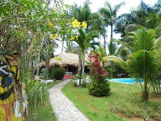 Villa typique, plage à proximité,  piscine privée,  jardin tropical.