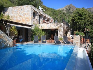 VILLA 8 pers à 15min de Calvi,piscine chauffée, ZILIA village typique deBalagne