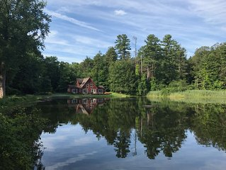 Spectacular setting on your own private lake close to it all!