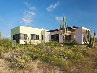Don Cardon is a Stunning Brand-New Contemporary Style Home