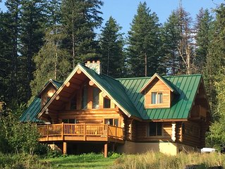 The Bear Den - A gorgeous, serene, log cabin surrounded by breathtaking scenery!