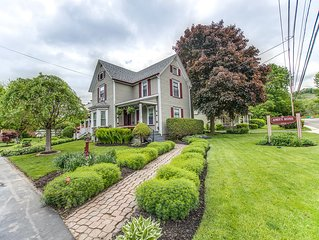Quaint Inn in Hammondsport, 5 bedroom 5 bath home, sleeps 10