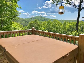 OUT-OF-TOUCH! STUNNING VIEWS, HOT TUB, SLEEPS 10:SEPARATE ENTERTAINING LOUNGE!