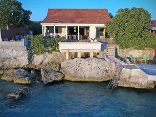 Beautiful Tropical Villa With Private Access To The Sea