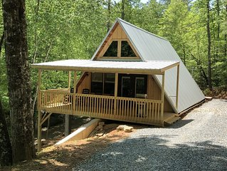 Family Mountain Getaway - 2 BR/2 BA  Secluded Cabin Easy Access with WIFI