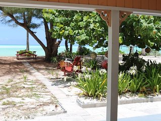 Paradise Beach Cottage, Pink Sands, Crystal Clear Water w/ Kayaks and Golf Cart