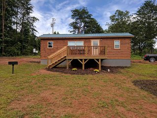 TINY CABIN IN TRYON NC - 3 MILES TO TIEC- PET FRIENDLY