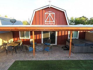THE MODERN BARN!  1Bd/1Ba, 1-Story, Sleeps 4, Spa, WIFI, Great Rates & Location!
