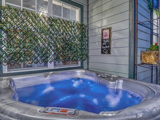 LOCATION, LOCATION, LOCATION+A MINUTE FROM DOWNTOWN + 2BedRm/2Bath+Gym & Hot Tub