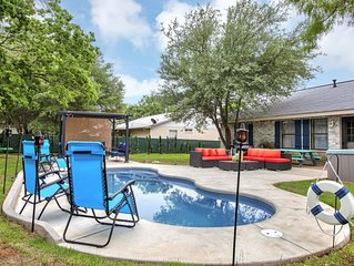 Huge Hot Tub,  Saltwater Pool,Fire Pit, Bachelorettes welcome!Low midweek prices