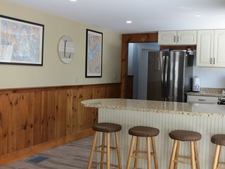 Lake Winnipesaukee Access Cottage-Newly Renovated-Family Friendly-Large Deck