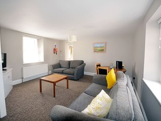 12 Trinity Mews - coaching mews just a few steps from harbour and town centre i